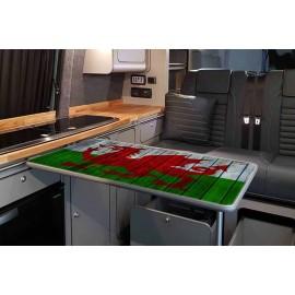 TABL BANER CYMRU PREN (WOODEN WELSH FLAG TABLE)